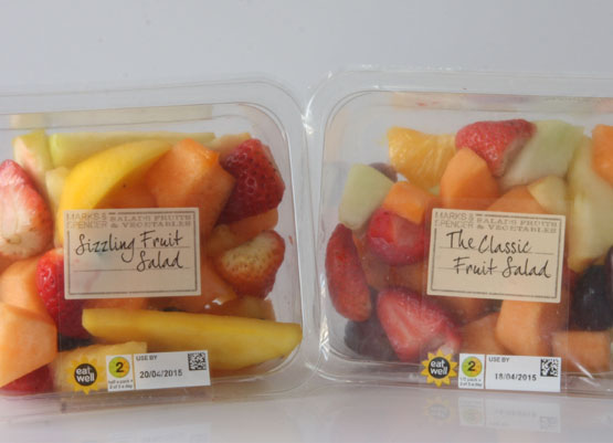 Fruit salad sealed by a polyester film
